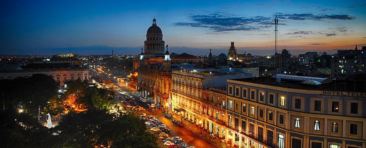 Cuba_Ciudad_Havana_at-night