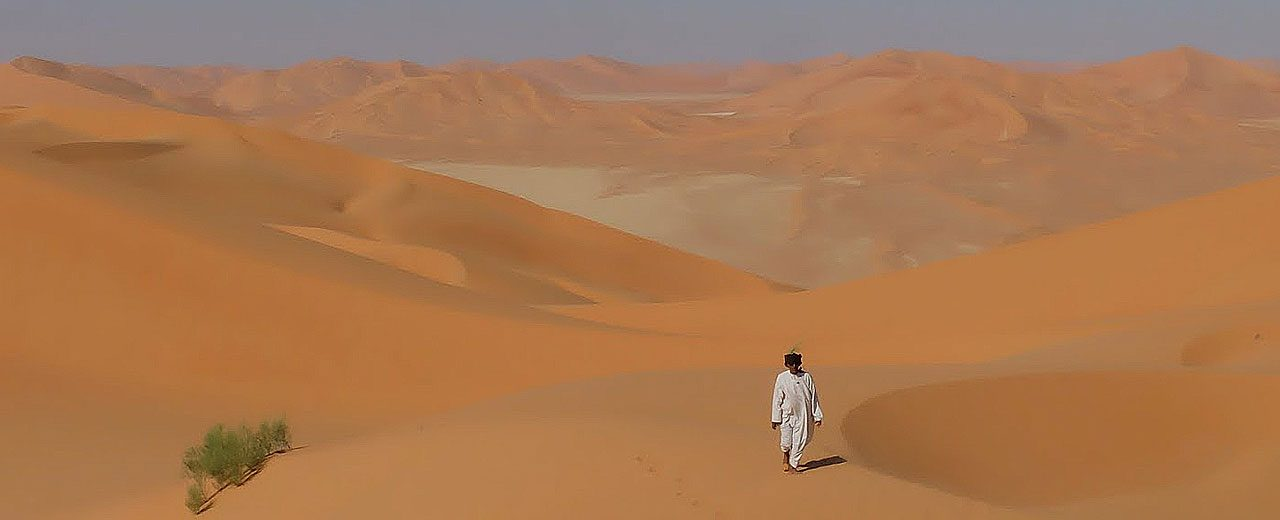 Oman_Walking_in_the_empty-quarter